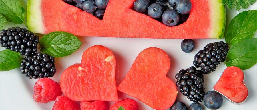 Evita estos 5 alimentos para mantener tus dientes sanos este verano